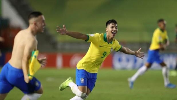 Kaio Jorge marcou o primeiro gol do Brasil, de pênalti