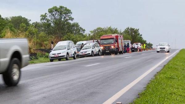 Acidente Uberlândia Araguari BR-050 Campinas — Foto: TV Integração/Reprodução