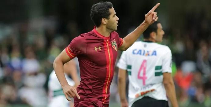 Alan Kardec gol coritiba x são paulo (Foto: Giuliano Gomes/Estadão Conteúdo)
