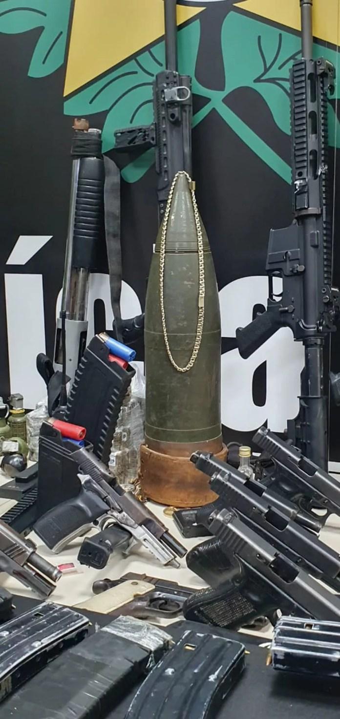 Detalhe da munição anti-aérea apreendida no Jacarezinho — Foto: Eliane Santos/G1