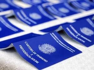 Carteira de trabalho  (Foto: Valdecir Galor/SMCS)