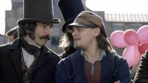 Em plena Nova York de 1840, o jovem Amsterdam busca se vingar de William, assassino de seu pai, que era o líder da gangue Dead Rabbits. Mas acaba se tornando amigo do homem e apaixonando-se por Jenny, uma integrante da gangue rival.