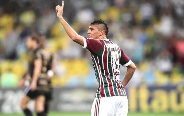 Edson comemora gol do Fluminense contra o Botafogo (Foto: Paulo Sergio / Photocamera)