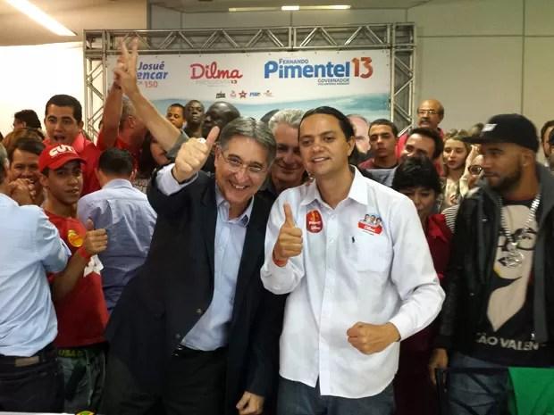 Fernando Pimentel, o novo governador de Minas, comemora vitória no comitê central da campanha em Belo Horizonte (Foto: Humberto Trajano / G1)