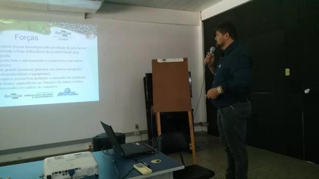 Jô Farias durante apresentação em workshop — Foto: Embrapa/Divulgação