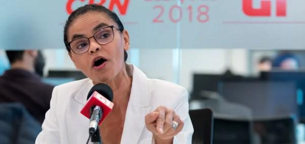Marina Silva, candidata da Rede à Presidência, fala durante entrevista ao G1 e à CBN no estúdio da rádio, em São Paulo — Foto: Marcelo Brandt/G1