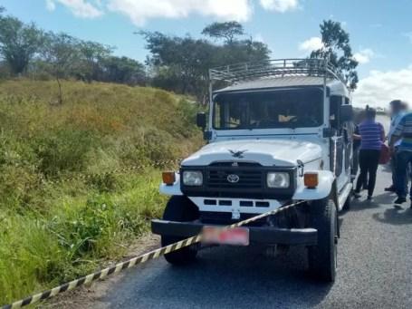 Idoso foi morto dentro do veículo dele na PE-97, em Bezerros (Foto: Divulgação/Polícia Civil)