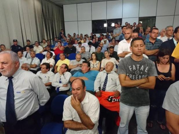 Taxistas acompanhavam discussão sobre aplicativo em Sorocaba (Foto: Mayara Corrêa/ G1)