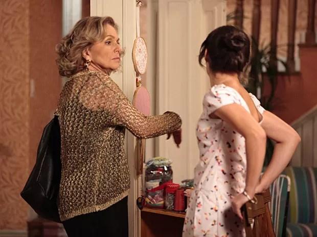 Toma essa, Carolina! Charlô acerta as contas dando tabefes na víbora (Foto: Guerra dos Sexos / TV Globo)