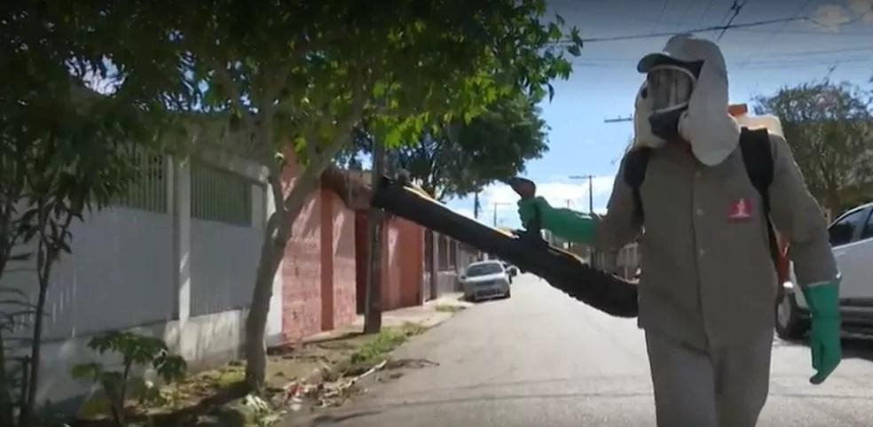 Agentes só vão para as regiões que estão em situação de alerta que registram muitos casos de dengue — Foto: Reprodução/Rede Amazônica Acre