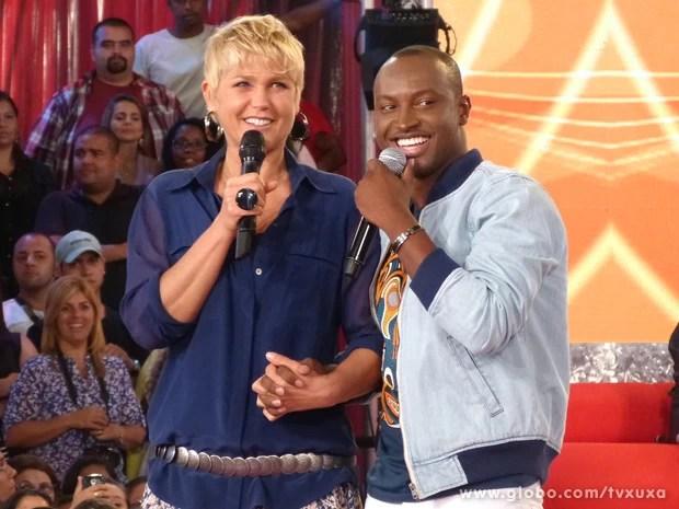 Thiaguinho se diverte com Xuxa  (Foto: TV Xuxa / TV Globo)