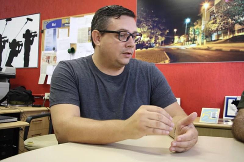 Pesquisador Antônio Eduardo de Aquino Junior é um dos autores do artigo que resultou no equipamento. — Foto: IFSC/USP