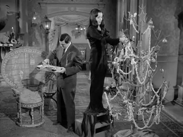 Resultado de imagem para Família Addams árvore de natal casa vogue