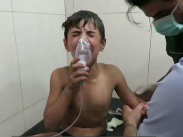 Gás cloro, que tem uso proibido por legislação internacional, causa queimaduras na pele e afeta também os pulmões (Foto: BBC)