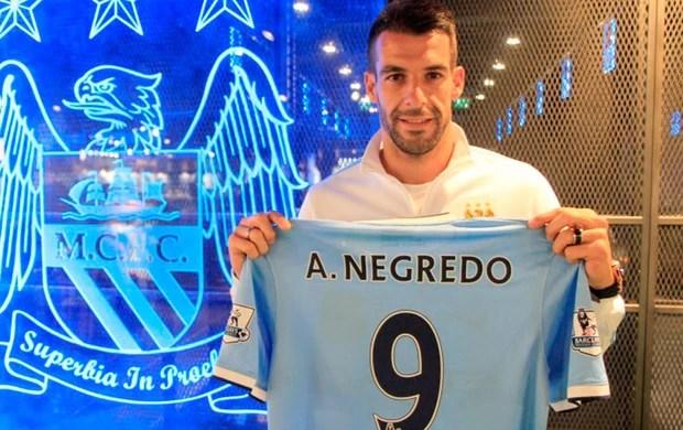 Negredo Manchester city (Foto: Divulgação / Site Oficial do Manchester City)