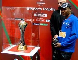 taça troféu mundial de clubes torcida cruzeiro (Foto: Gabriel Duarte)