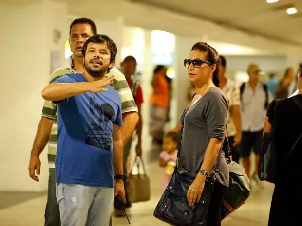 Totia Meirelles segue às orientações do diretor da cena (Foto: Salve Jorge / TV Globo)