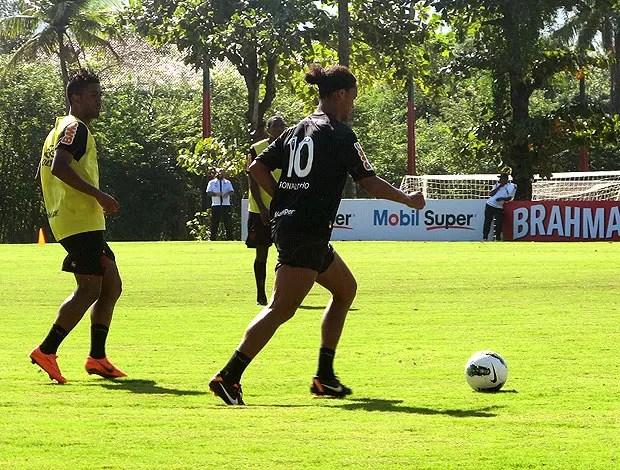 Ronaldinho Gaúcho no coletivo do Flamengo  (Foto: Richard Souza / Globoesporte.com)