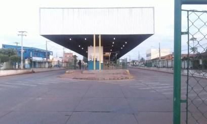 Sem ônibus em circulação, terminais amanheceram vazios na Grande Cuiabá (Foto: Marcelo Martins/TVCA)