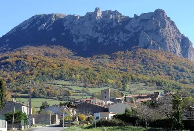 O pico Bugarach, na França, em foto de novembro de 2012 (Foto: AFP)