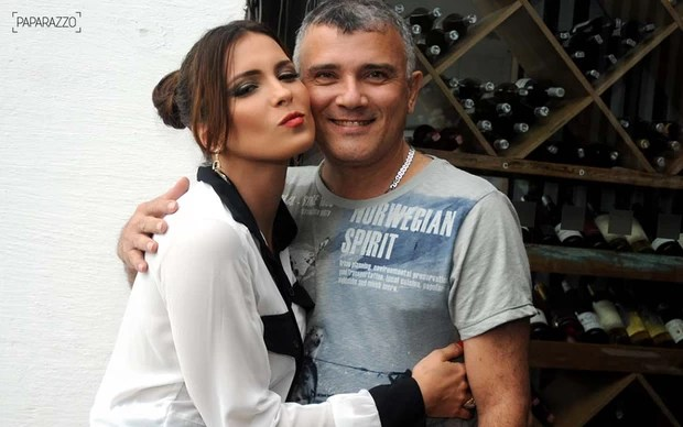 Kamilla com o pai nos bastidores do Paparazzo (Foto: Claudia Dantas / Cia da Foto)