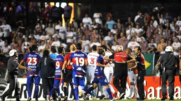 Confusão, São Paulo e Tigre (Foto: Agência AFP)