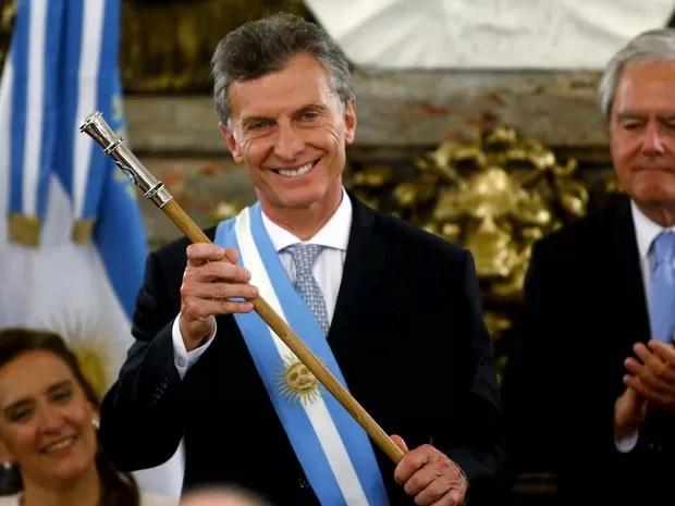 Mauricio Macri recebe faixa e bastão presidencial nesta quinta-feira (10) na Casa Rosada, em Buenos Aires (Foto: REUTERS/Marcos Brindicci)