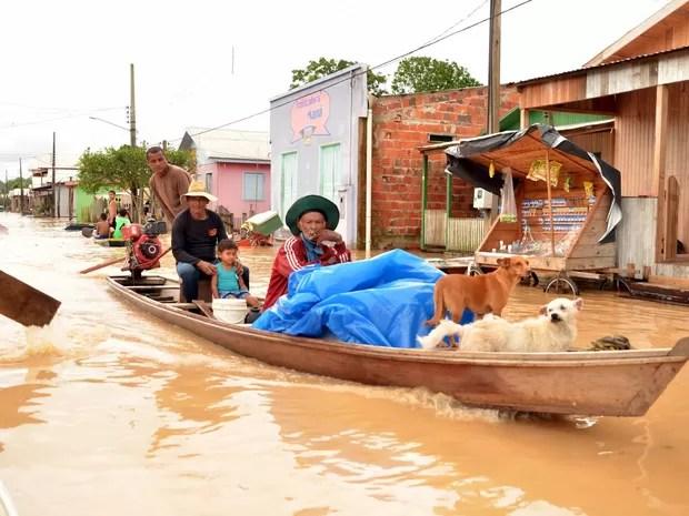 Rio transbordou neste sábado (15), deixando 20 famílias desabrigadas (Foto: Jardy Lopes / Prefeitura de Tarauacá)