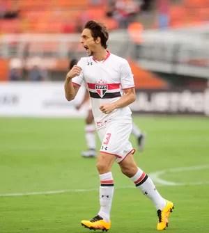 Rodrigo Caio comemora gol do São Paulo contra o Rio Claro (Foto: Marcos Ribolli)