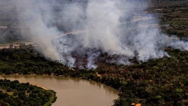 fogo no pantanal — Foto: Mayke Toscano/SECOM-MT via BBC