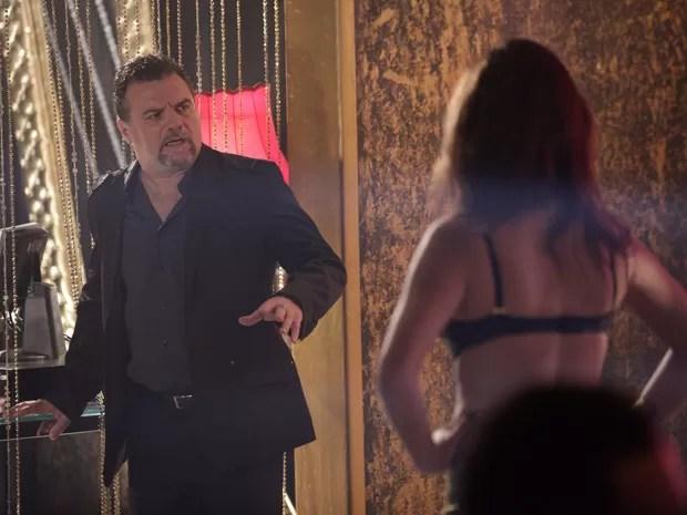 Russo fica apavorado quando descobre que Yuri sumiu (Foto: Salve Jorge/TV Globo)