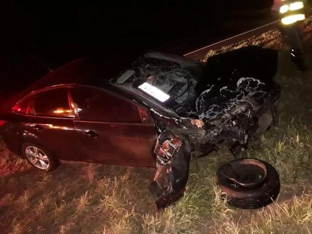 Carros colidiram na SP-294 em Quintana e três pessoas ficaram feridas — Foto: Polícia Rodoviária / Divulgação