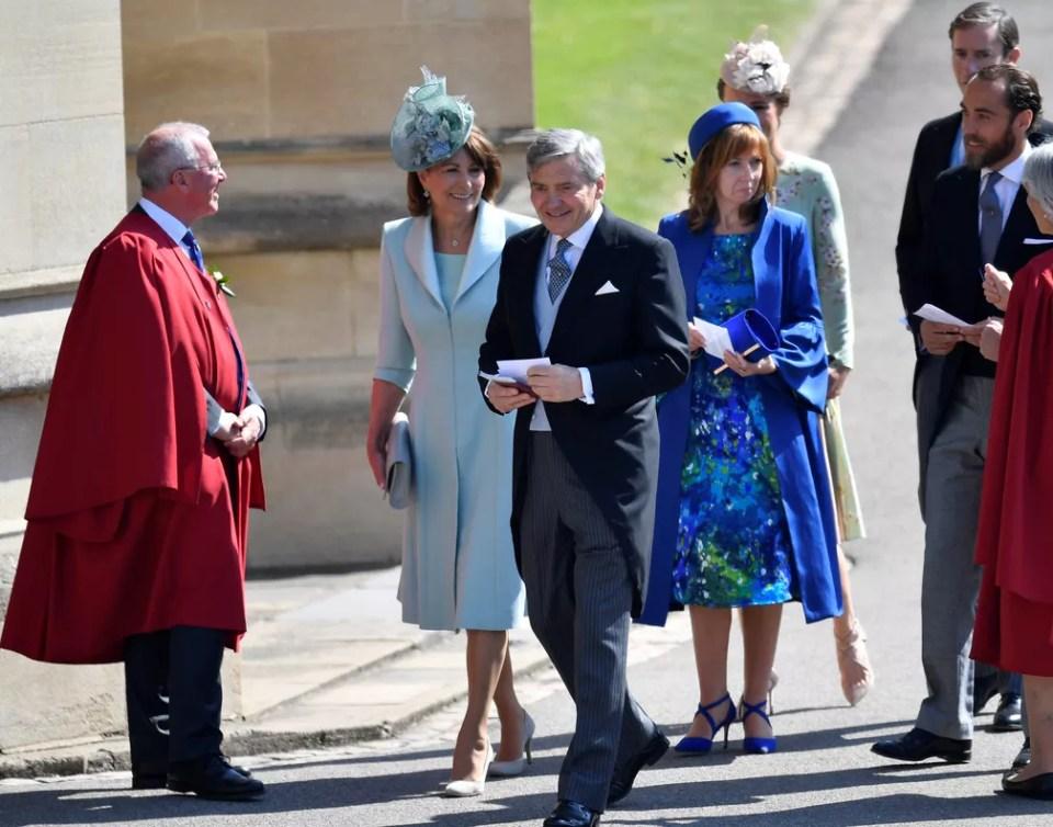 Carole e Michael Middleton, pais de Kate Middleton, chegam ao casamento de príncipe Harry e Meghan Markle (Foto: Toby Melville/Pool via REUTERS)