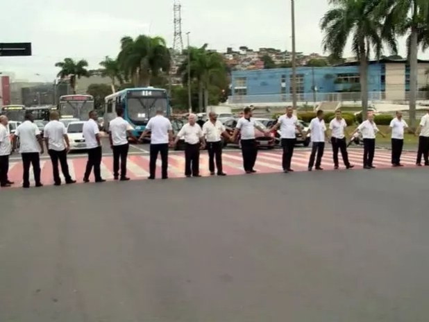 Taxistas protestam contra a Uber em Vitória (Foto: Reprodução/ TV Gazeta)