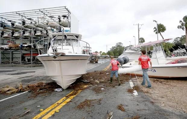 Hermine provocou estragos em Steinhatchee, na Flórida (Foto: Matt Stamey/The Gainesville Sun/ AP)
