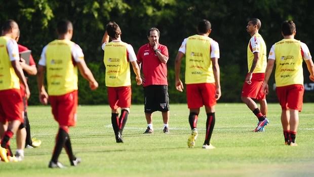 Muricy Ramalho São Paulo treino (Foto: Marcos Ribolli / Globoesporte.com)