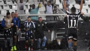 Erik comemora o golaço que deu a vitória ao Botafogo