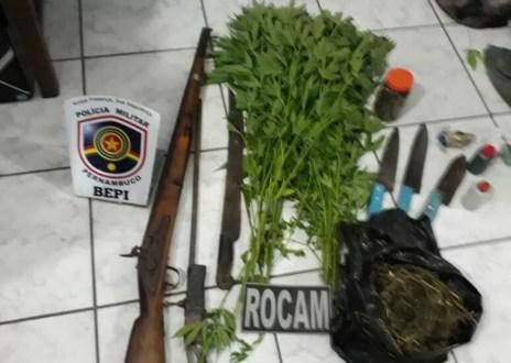 Material apreendido foi levado para Delegacia de Plantão (Foto: Polícia Militar/Divulgação)