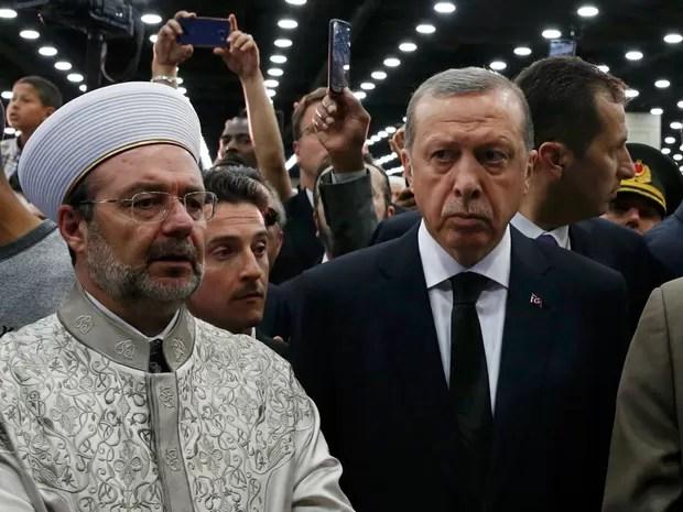 O presidente da Turquia, Tayyip Erdogan (dir.), participou do funeral de Mohammad Ali (Foto: Lucas Jackson/Reuters)