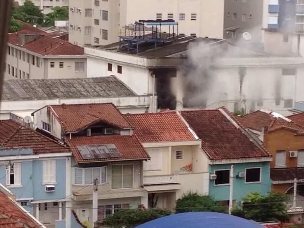 Supermercado ficou parcialmente destruído após incêndio (Foto: Paula Torres / Arquivo Pessoal)