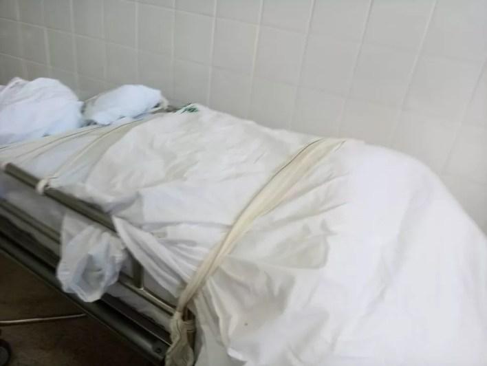 Corpo de vítima da Covid-19 fica em corredor do Hospital Regional de Ceilândia, no DF — Foto: Arquivo pessoal