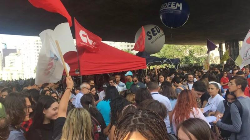 Manifestantes lotam vão do Masp para protesto — Foto: Gabriela Gonçalves/G1