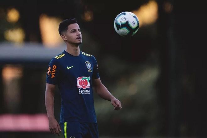 Hélio Júnior nos treinos da seleção brasileira — Foto: Pedro Vale