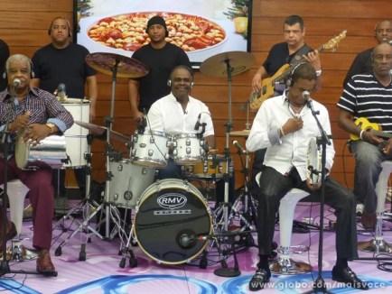 Fundo de Quintal comanda roda de samba no Mais Você (Foto: Mais Você/ TV Globo)