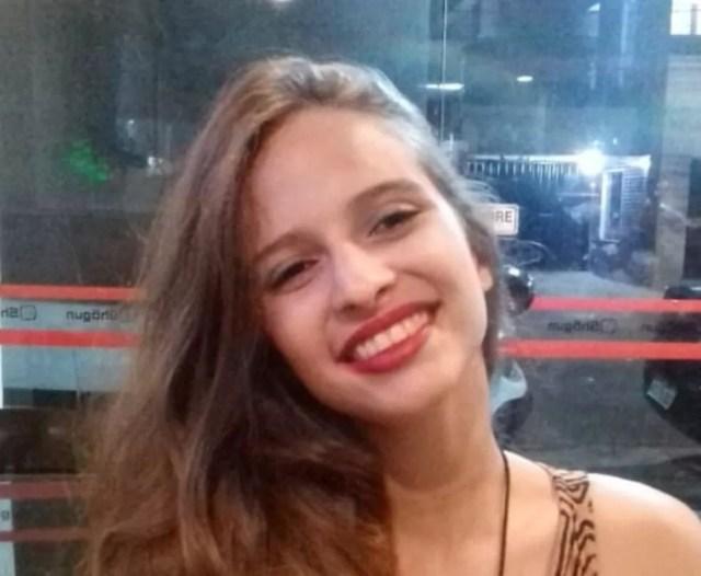 Débora Dantas, de 19 anos, sofreu escalpelamento após acidente com kart no Recife — Foto: Acervo pessoal