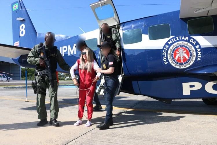 Conhecida como Dona Maria, maior traficante da Bahia chega a Salvador após ser transferida de São Paulo — Foto: Alberto Maraux/ SSP