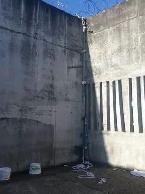 Presos teriam utilizado uma corda de tecidos para pular muro (Foto: Sindipen/Divulgação)