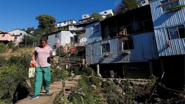 Bairros mais pobres no Chile foram os mais afetados pela pandemia. — Foto: Reuters via BBC