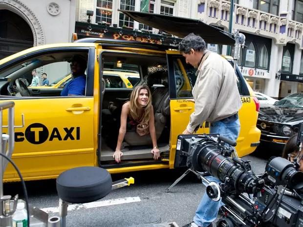 A atriz Ingrid Guimarães e o diretor Roberto Santucci gravam 'De pernas pro ar 2' em Nova York; Santucci também dirigiu o capítulo anterior da franquia (Foto: Mariana Vianna/Divulgação)