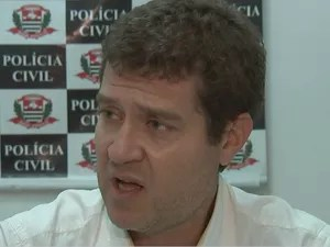 Delegado Eder Galavoti ouviu os pais, que negaram crimes  (Foto: Reprodução/TV TEM)